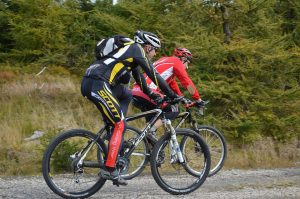 Cross-country deux hommes sport